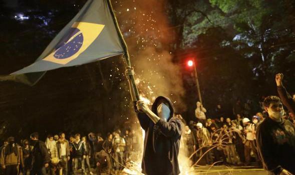rivolta-brasile555