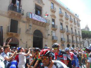 Giro d'Italia contestazione Palestina Israele Catania 8 maggio