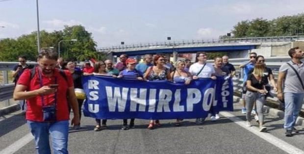 lavoratori whirpool sciopero lotta napoli
